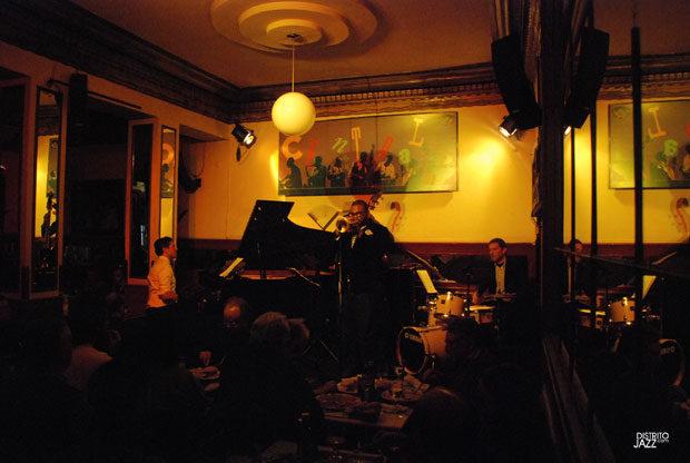 http://www.distritojazz.com/wp-content/uploads/distritojazz-conciertos-jazz-Sebastian-Chalmes-Trio-Jeremy-Pelt-1.jpg