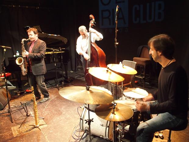 http://www.distritojazz.com/wp-content/uploads/distritojazz-conciertos-jazz-Victor-de-Diego-Trio-en-Bilbao-0.jpg