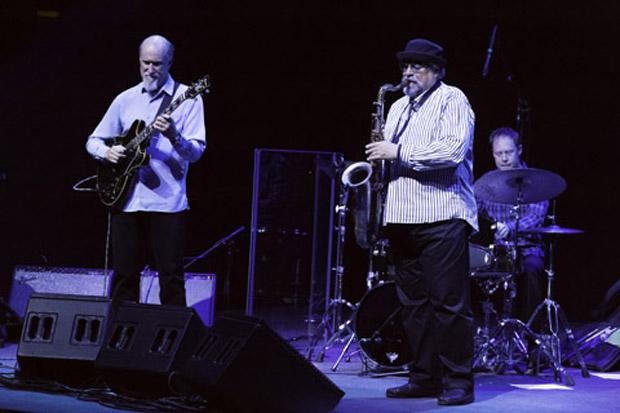 The john scofield joe lovano quartet en el conde duque for Conciertos jazz madrid