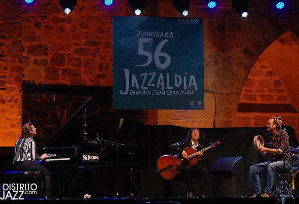 Marco Mezquida (piano); Aleix Tobias (percusión); Martín Meléndez (violonchelo)