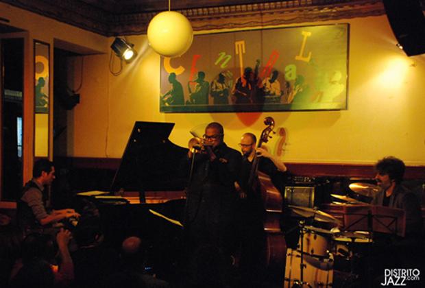 Sebastian chames trio jeremy pelt en el caf central de for Conciertos jazz madrid