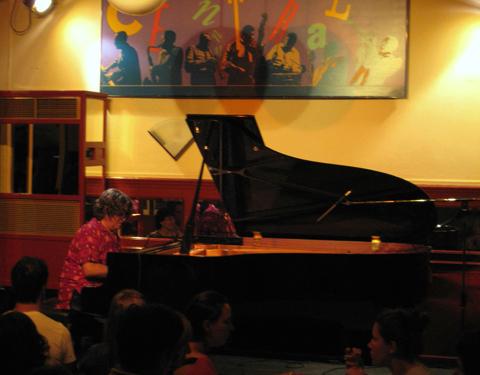 distritojazz-directos-jazz-Chano-Dominguez solo-1