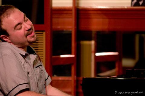 distritojazz-entrevistas-MoisesPSanchez-pianosolo